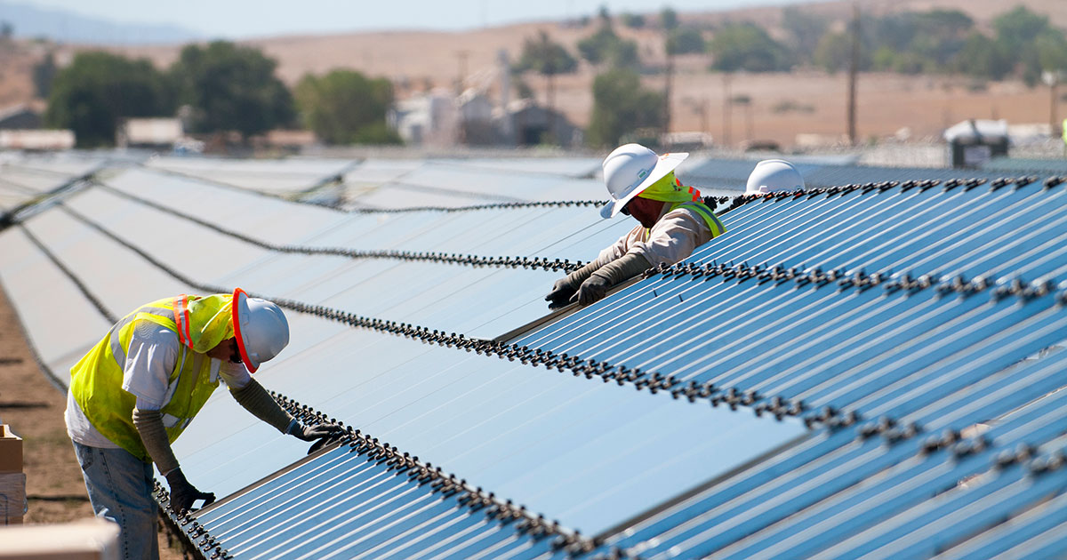 workers constructing a photovoltaic plant