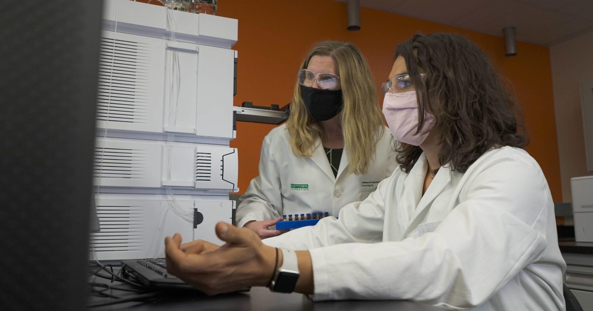 Melissa Reynolds and Jamie Cuchiaro in cannabinoid research center