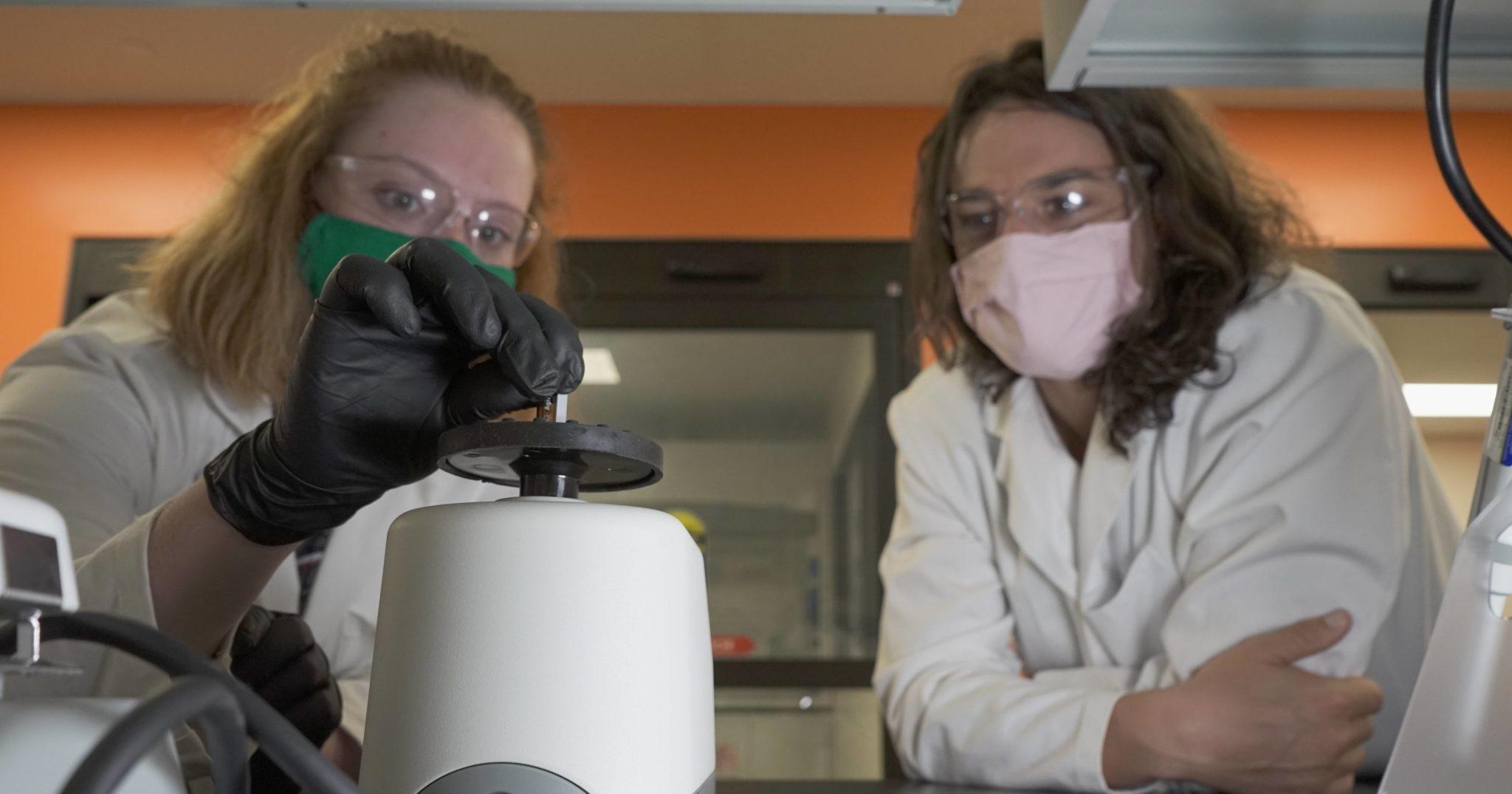 Maddie Roach and Jamie Cuchiaro in cannabinoid lab